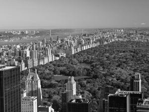 Uptown Manhattan and Central Park from the Viewing Deck of Rockerfeller Centre, New York City by Gavin Hellier