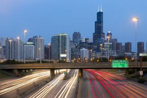 USA, Illinois, Chicago, Interstate Leading Downtown by Gavin Hellier