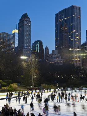 USA, New York City, Manhattan, Wollman Ice Rink in Central Park by Gavin Hellier