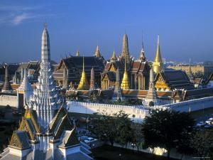 Wat Phra Kaeo, Grand Palace, Bangkok, Thailand by Gavin Hellier
