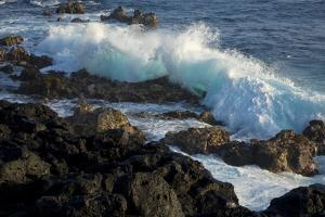 Huge waves crashing against lava rocks on coast of Big Island, Hawaii by Gayle Harper