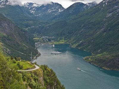 https://imgc.allpostersimages.com/img/posters/geiranger-fjord-unesco-world-heritage-site-norway-scandinavia-europe_u-L-P91S1B0.jpg?p=0