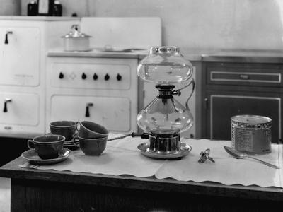 https://imgc.allpostersimages.com/img/posters/general-electric-hotpoint-coffee-maker_u-L-PZNDGY0.jpg?artPerspective=n