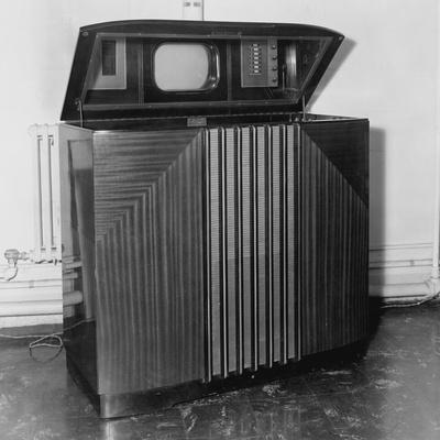 https://imgc.allpostersimages.com/img/posters/general-electric-television-receiver_u-L-PZNDIO0.jpg?artPerspective=n