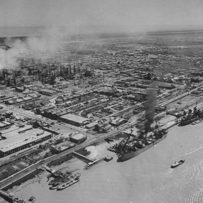 https://imgc.allpostersimages.com/img/posters/general-view-showing-the-abadan-oil-refinery_u-L-P75YFT0.jpg?p=0