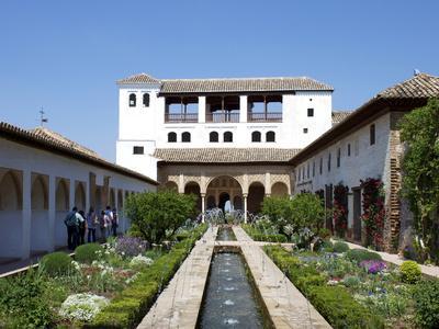 https://imgc.allpostersimages.com/img/posters/generalife-alhambra-palace-unesco-world-heritage-site-granada-andalucia-spain-europe_u-L-PFNHPR0.jpg?p=0