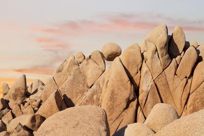 https://imgc.allpostersimages.com/img/posters/geometric-rock-formation-joshua-tree-np-california-usa_u-L-PXR6I10.jpg?p=0