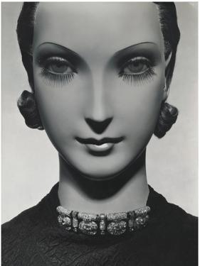 Vogue - November 1934 by George Hoyningen-Huené