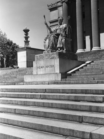 Usa, New York City, Columbia University, Alma Mater Statue by George Marks