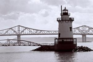 Lighthouse on The Hudson, Tarrytown, New York by George Oze