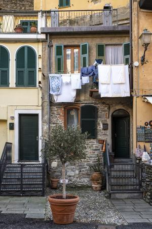 Italy, Cinque Terre, Vernazza, hanging laundry