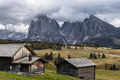 Europe, Italy, the Dolomites, South Tyrol, Seiseralm, Langkofel and Plattkofel, Alpine Huts