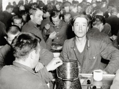 https://imgc.allpostersimages.com/img/posters/german-prisoners-on-a-u-s-ship-in-a-crowded-canteen-english-channel-june-1944_u-L-PQ2YLY0.jpg?p=0
