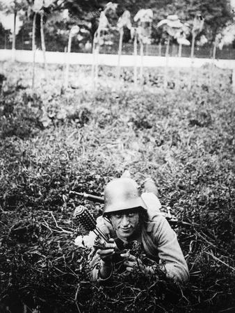 https://imgc.allpostersimages.com/img/posters/german-sturmtruppen-soldier-in-training-throwing-hand-grenades_u-L-POPHYR0.jpg?artPerspective=n