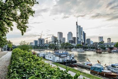 https://imgc.allpostersimages.com/img/posters/germany-frankfurt-hesse-skyline-view-from-direction-sachsenhausen_u-L-Q11YF1Z0.jpg?p=0