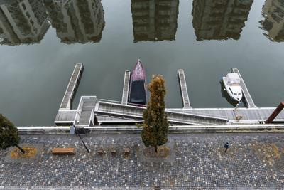 https://imgc.allpostersimages.com/img/posters/germany-hesse-frankfurt-am-main-view-to-west-harbour-with-reflection-of-residential-buildings_u-L-Q11YHDN0.jpg?p=0