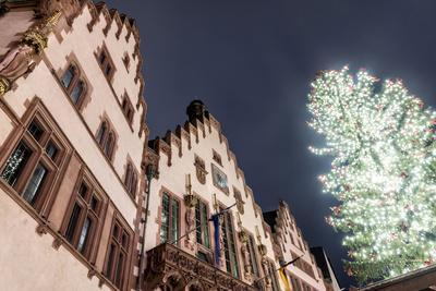 https://imgc.allpostersimages.com/img/posters/germany-hesse-frankfurt-on-the-main-r-mer-with-christmas-fair-at-dusk_u-L-Q11YV7F0.jpg?p=0