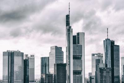 https://imgc.allpostersimages.com/img/posters/germany-hesse-frankfurt-on-the-main-skyline-financial-district-monochrome_u-L-Q11YRQ60.jpg?artPerspective=n