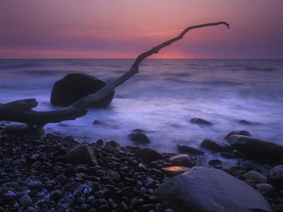 https://imgc.allpostersimages.com/img/posters/germany-mecklenburg-western-pomerania-the-baltic-sea-r-gen-chalk-coast-shore-erratic-blocks_u-L-Q11YKUL0.jpg?p=0