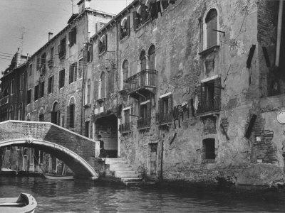 https://imgc.allpostersimages.com/img/posters/ghetto-section-in-venice_u-L-Q10ON680.jpg?p=0