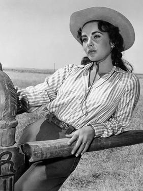 Giant, 1955 directed by GEORGE STEVENS Elizabeth Taylor (b/w photo)