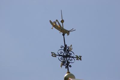 https://imgc.allpostersimages.com/img/posters/gilded-grasshopper-weathervane-on-faneuil-hall_u-L-PWAVNT0.jpg?p=0