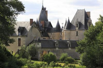 Château de Fougères, aile nord du château vue de la demeure de la Boulas by Gilles Codina