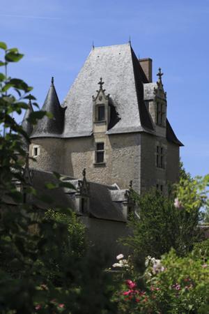 Château de Fougères-sur-Bièvre, aile nord est et donjon by Gilles Codina