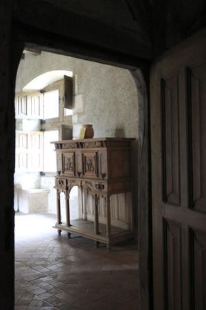 Chateau de Fougères-sur-Bièvre, appartement, armoire dressoir à gradin by Gilles Codina