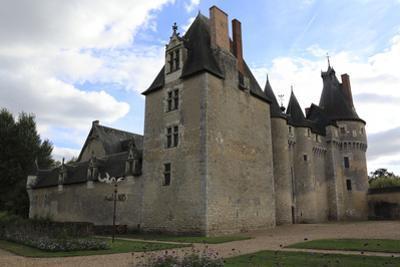 Château de Fougères-sur-Bièvre, ensemble nord by Gilles Codina