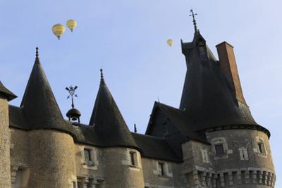 Château de Fougères-sur-Bièvre, façade nord ouest, toitures by Gilles Codina