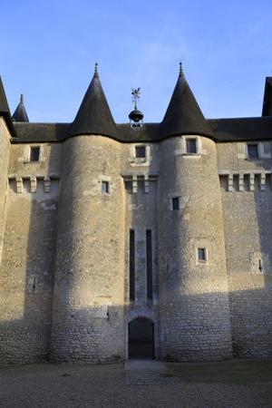 Château de Fougères-sur-Bièvre, façade nord ouest by Gilles Codina