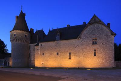 Château de Fougères-sur-Bièvre, façade sur rue by Gilles Codina