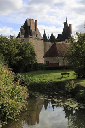 Château de Fougères-sur-Bièvre, le château vu de la Bièvre by Gilles Codina