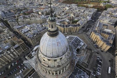 Panthéon, vue d'ensemble depuis une grue pendant les travaux de restauration by Gilles Codina