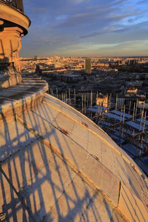 Panthéon, vue de Paris depuis l'échafaudage encerclant le dôme by Gilles Codina