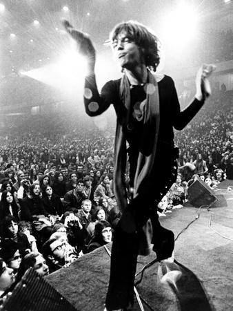 https://imgc.allpostersimages.com/img/posters/gimme-shelter-mick-jagger-1970_u-L-PH42PX0.jpg?artPerspective=n