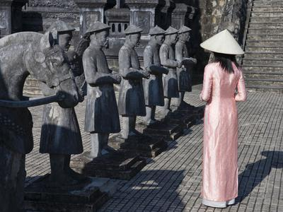 https://imgc.allpostersimages.com/img/posters/girl-in-ao-dai-traditional-vietnamese-long-dress-and-conical-hat-tomb-of-king-khai-dinh-vietnam_u-L-PHAQKB0.jpg?p=0