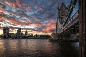 Tower Bridge 1 by Giuseppe Torre