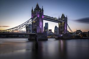 Tower Bridge by Giuseppe Torre