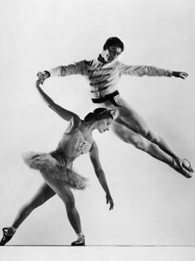 """Alicia Alonso and Igor Youskevitch in the American Ballet Theater Production of """"Nutcracker"""" by Gjon Mili"""