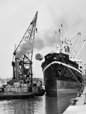 Glasgow's River, Loading on the Clyde for Africa, 1955