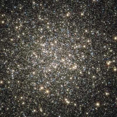 https://imgc.allpostersimages.com/img/posters/globular-cluster-m13_u-L-P6D0XQ0.jpg?artPerspective=n
