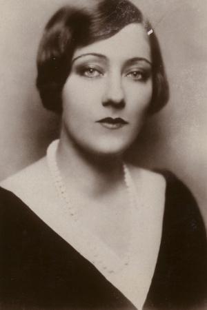 https://imgc.allpostersimages.com/img/posters/gloria-swanson-american-actress-and-film-star_u-L-PREXAS0.jpg?artPerspective=n
