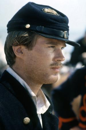 https://imgc.allpostersimages.com/img/posters/glory-pour-la-gloire-by-edwardzwick-with-cary-elwes-1989-guerre-by-secession-photo_u-L-Q1C2O3J0.jpg?artPerspective=n