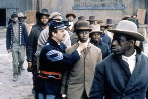 Glory (Pour la gloire) by EdwardZwick with John Finn and Andre Braugher, 1989 (guerre by Secession)