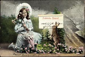 Glückwunsch Ostern, Mädchen Hält Kniened Blumen, Hase
