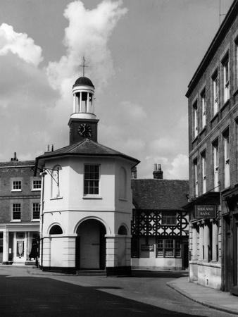 https://imgc.allpostersimages.com/img/posters/godalming-old-town-hall_u-L-Q107JH70.jpg?artPerspective=n