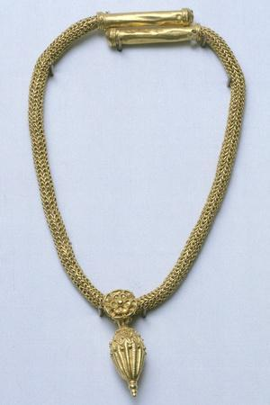 https://imgc.allpostersimages.com/img/posters/gold-necklace-with-pendant-from-monte-luna_u-L-PPBGKC0.jpg?p=0