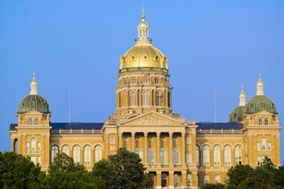 Golden dome of Iowa State Capital building, Des Moines, Iowa